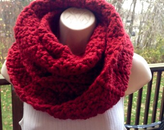 Woman Red cowl, Cozy Supersized, Chanky red Christmas Infinite Scarf Claire's highlander looking cowl