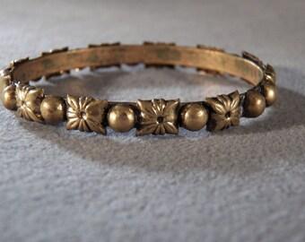 Vintage Brass Bangle Style Bracelet, A Delightful Raised Beaded & Flower Design, So Chic!~~ **RL