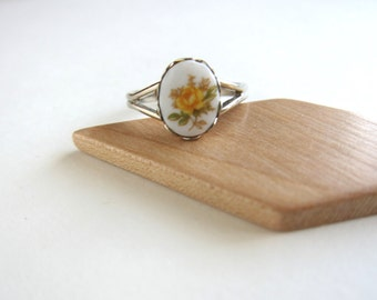 Flower cabochon ring