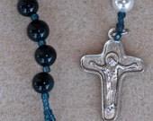 Rosario de bolsillo con Tigereye azul y medalla Reversible