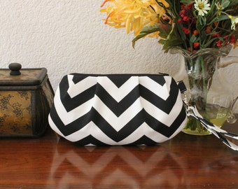 Black and White Chevron Pleated Wristlet