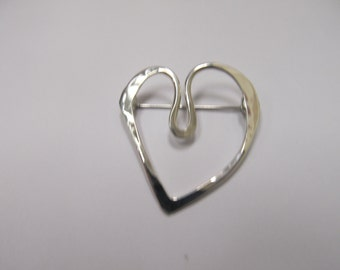 Vintage Hand Crafted Sterling Silver Heart Pin Item W # 24