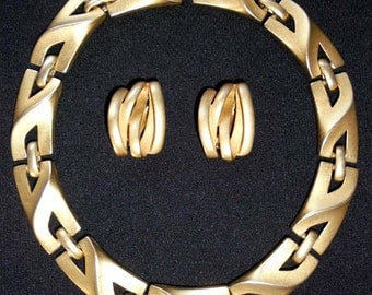 Vintage Erwin Pearl Brushed Gold Necklace and Clip Earrings