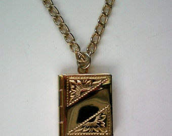 Sarah Coventry Book Locket Pendant Necklace - 4613