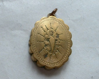 Victorian mourning locket with hair compartment