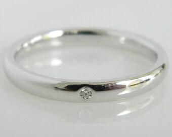 Charming 14K White Gold Single Diamond Wedding Band