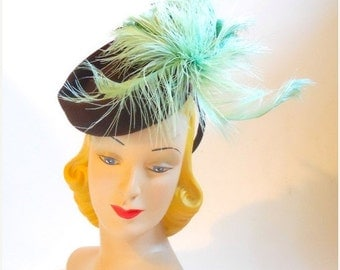 40% off vintage Cocoa Brown Tilt Hat w/ Aqua Feathers 1940s one size