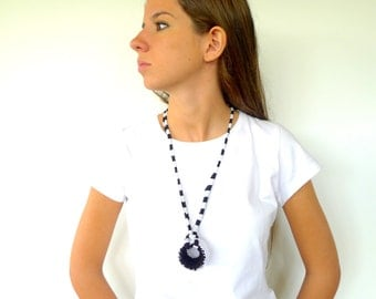 Hand knitted necklace in black and white. Black chocker necklace. T shirt necklace. Statement choker. Knitted jewelry