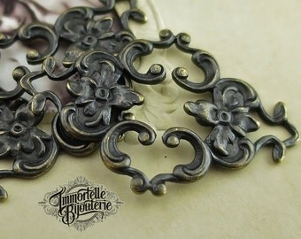 Aged Black Brass Floral Amaryllis Connector Filigree Flower Finding 35mm Victorian Titanic - Noir Black Antique Brass - 4 pcs