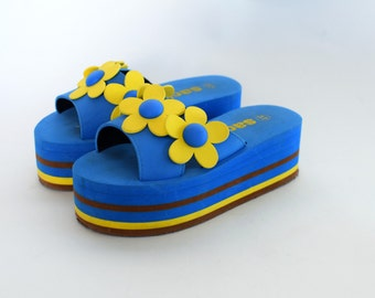 Mint platform foam sandals shoes Sculptural florals/flowers 90s Club Blue and yellow Stacked wedges Size US 6.5  EU 37  UK 4
