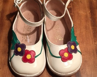 Vintage 1980s Baby Infant Girls White Patent Leather Floral Dress Shoes! Size 12-18 months
