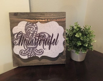 Personalized wooden pallet square wall hanging