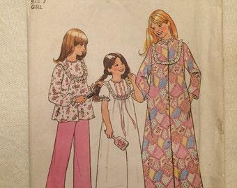 1975 Simplicity pattern # 7202 Girls' size 7, Robe, Nightgown, & Pajamas, Uncut