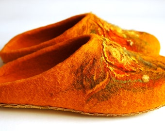 Colorful slippers for your home. Felted slippers for women. 100% Natural wool. Handmade shoes.
