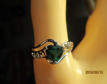 MOM Designer .74ctw Genuine GS-I Diamond and Heart Emerald Sterling Silver Ring Size 7, Weight 2.2g