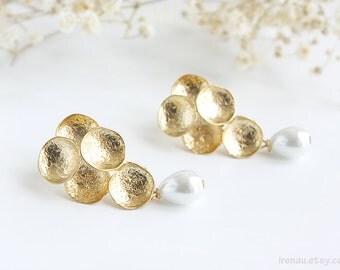 Gold grape dangle earrings, White teadrop pearl earrings, Matte gold plated bubble post earrings, Gold stud grape earrings, Bridal earrings