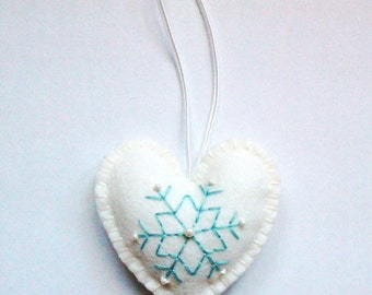 Felt snowflake ornament - White/blue