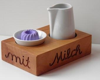 Mini tablet milk and sugar in pear wood
