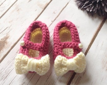 Baby girl shoes, crochet baby shoes, baby girl crochet, newborn shoes, baby shoes crochet, crochet shoes, pink baby shoes, bow shoes
