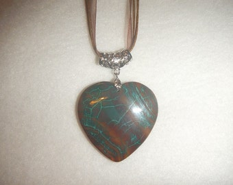 Heart-shaped Dark Brown/Green Dragon Veins Agate pendant (JO515)