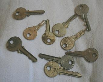 Old Brass Keys  Scrapbook Supplies  Pendant Making Supplies Crafting Items