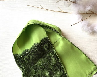Green Silk scarf With Calais black french lace