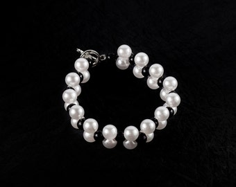 Wedding handmade Bracelet, Pearl Bracelet, Handmade jewelry, Wire Pearl Bracelet by LoveKnittings