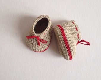 Organic crochet baby booties in 100% cotton. Size 0 - 3 months