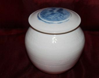 Z5 Vintage Beautiful Ocean Blue Color Leaf Pattern Glazed Hand Made Pottery Cotton Balls QTips Trinkets Signed Container Jar Storage Tea