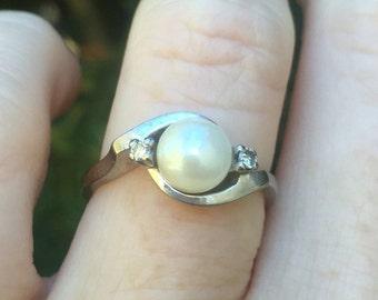 Beautiful Vintage White Gold Diamond & Cultured Akoya Pearl Ring