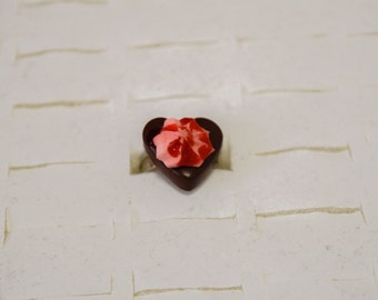 """Grout red fruit heart"" ring"