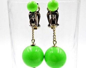 Apple green earrings, lucite dangle earrings, 1960s vintage earrings, double ball earrings, funky hippy clip on earbobs, neon green
