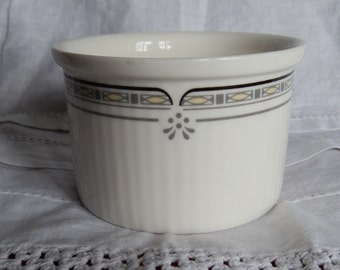 1989 Royal Doulton NEWPORT Pattern Fine China Ramekin Dish