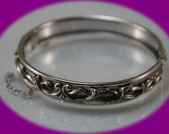 Vintage Ladies Bangle  Hinged Bracelet Bangle Bracelet Silver Plated Bracelet Vintage Jewelry Christmas Gift Bridesmaid Gift