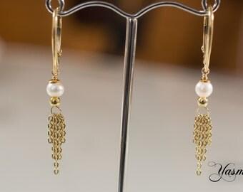 Golden pearls dance