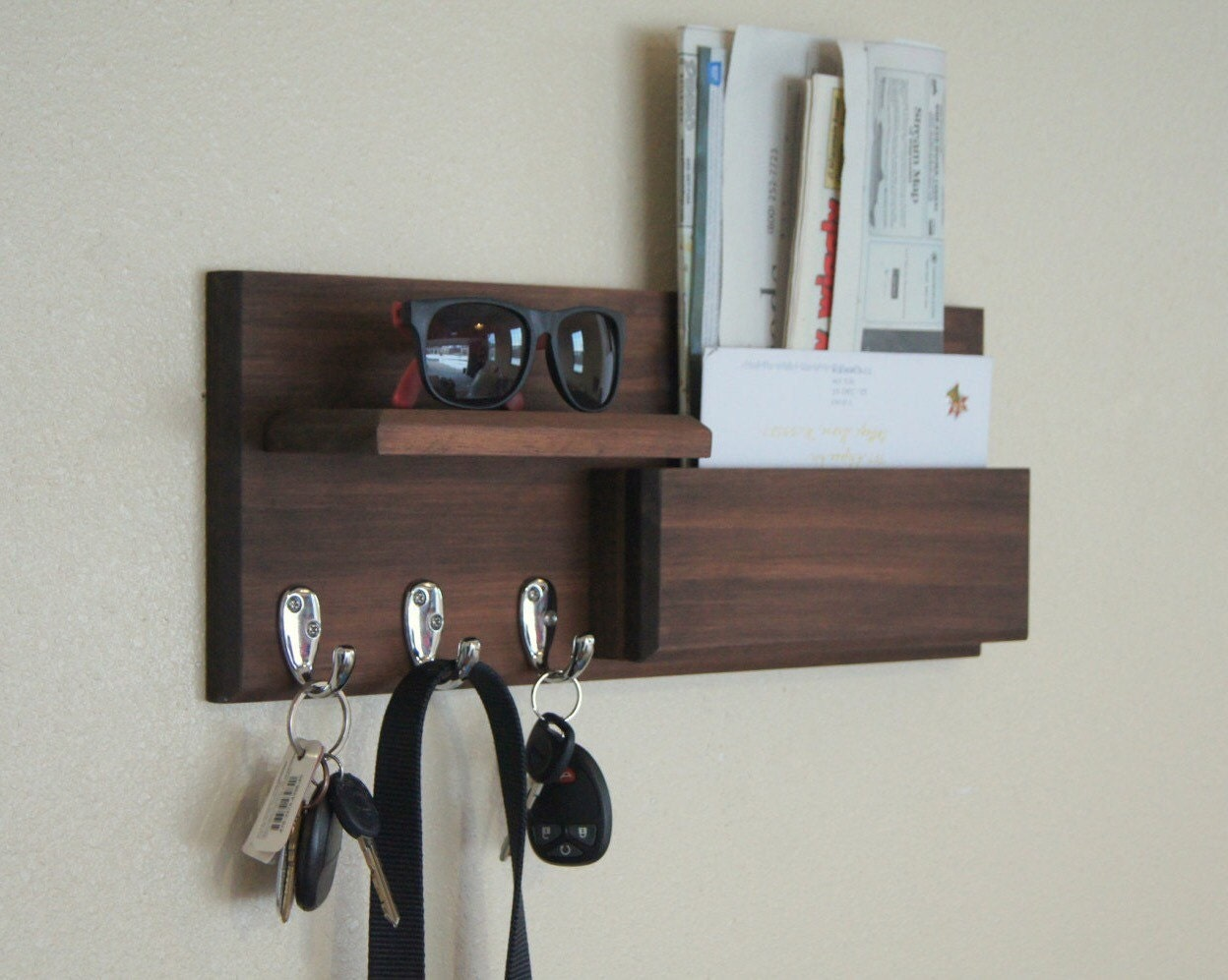 mail box wall mounted mail storage with key hooks and storage. Black Bedroom Furniture Sets. Home Design Ideas