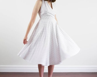 Vintage 1950s Fleur-de-lis Dress / White Cotton Sundress / Full Skirt / Halter Neck / XS/S