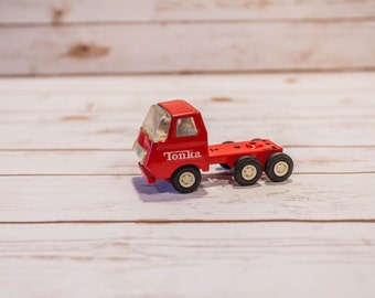 Vintage 1970s Red Tonka Truck Semi Truck Collectable Red White Metal Baby Room Decor Toy Kids Decor FREE SHIPPING