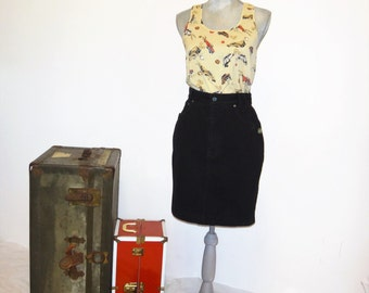 Vintage 90's Black Denim SQUEEZE Knee Length Pencil Skirt/ Black Jean Skirt by SQUEEZE/  High Waist Black Jean Skirt Size 9/10, 100% Cotton
