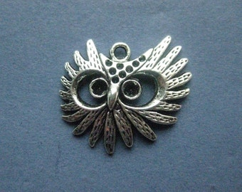 4 Owl Charms - Owl Pendants - Owls - Owl - Bird Charm - Antique Silver - 31mm x 29mm -- (No.38-11105)