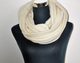Knitted scarf, Cream knit scarf, Merino  infinity scarf, Gift for her,Gift for mother, Circle scarf,  cream infinity scarf