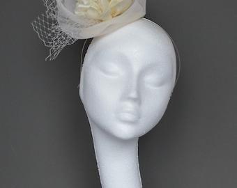 Ivory flower fascinator. Ivory wedding fascinator. Ivory hair accessory. Handmade fascinator. Ascot fascinator. Derby fascinator
