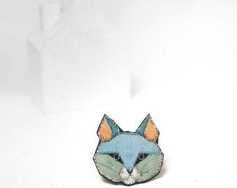 embroidered cat brooch, graphic cat pins, colorful animal jewelry, kitty embroidery