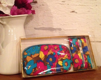 Original 1970's Vintage Boxed Cosmetic / Make Up Bag with matching tissue holder