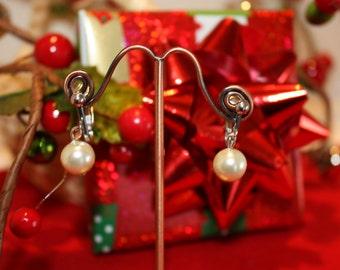 Simple Pearl clip on vintage look earrings