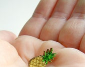 tiny pineapple for your lapel // sweet pin brooch