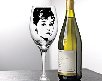 Audrey Hepburn, Painted Wine Glasses, Painted Wine Glass, Hand Painted Wine Glasses, Painted Glasses, White Wine, Red Wine, Stemless Glasses