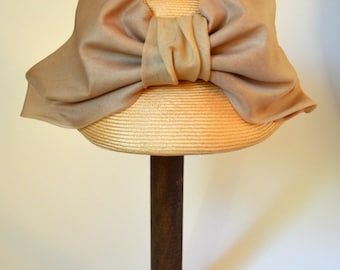 Vintage 1960s Natural/Beige Hat with Bow