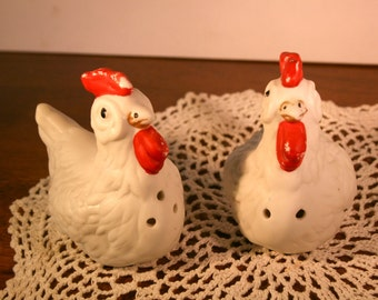 Vintage Chicken Salt and Pepper Shakers//Ceramic Bisque Salt and Pepper Shakers//Vintage Salt and Pepper Shakers