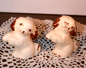 1970s Dog Salt and Pepper Shakers//Hand Painted Glazed Ceramic//Vintage Salt and Pepper Shakers